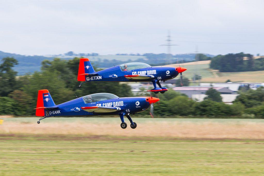 Airshow Gelnhausen 2015 - Walter und Toni Eichhorn mit ihren Extra 300L und der North America T-6