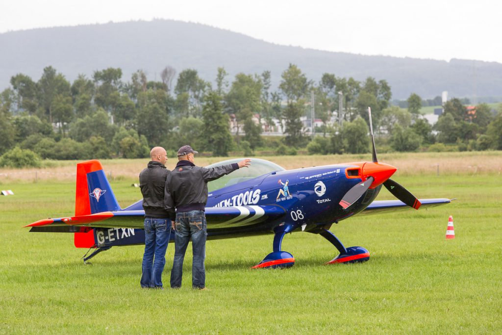 Airshow Gelnhausen 2016 - Walter und Toni Eichhorn mit ihren Extra 330LT und der North America T-6